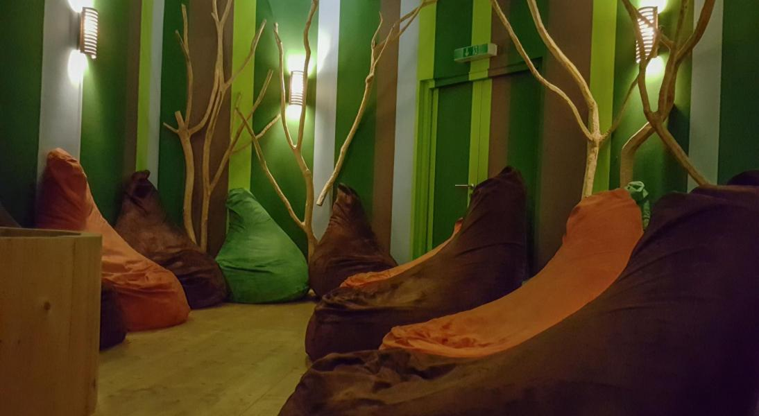 Sitzsäcke im Deckenkino Waldlichtung