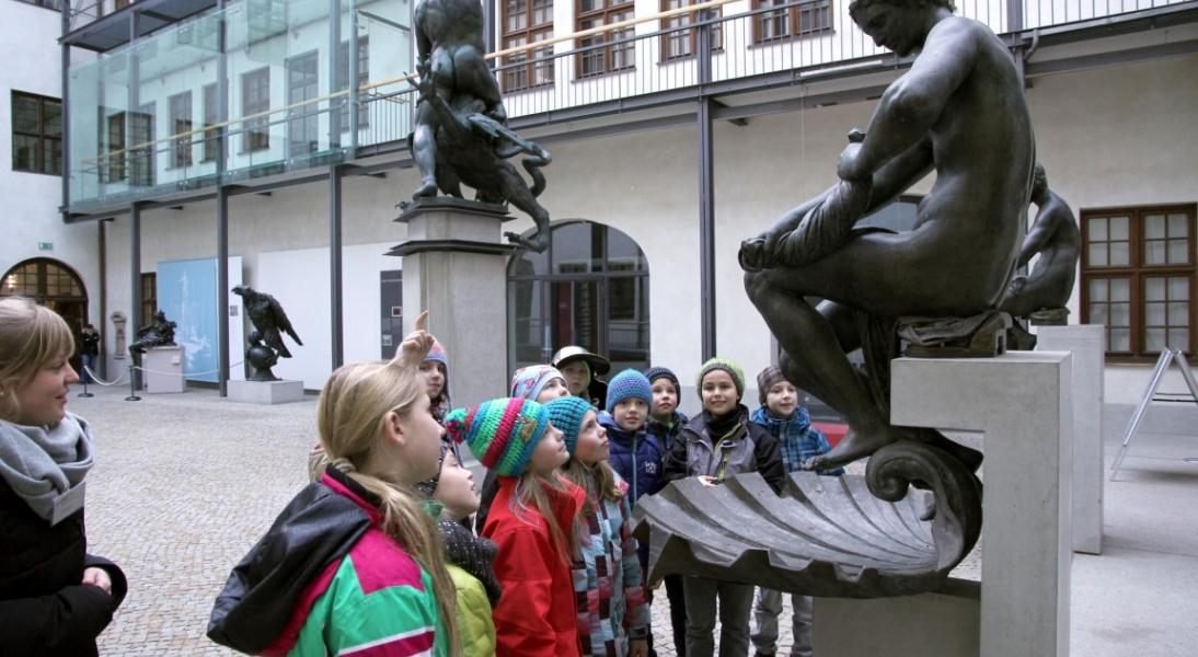Schulklassen im Maximilianmuseum
